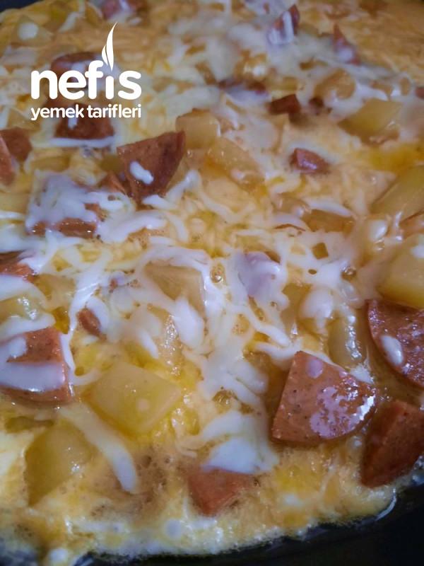 Kahvaltıya Pratik Sucuklu Kaşarlı Yumurtalı Patates