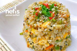 Yumurtalı Sebzeli Kızartılmış Pirinç Tarifi