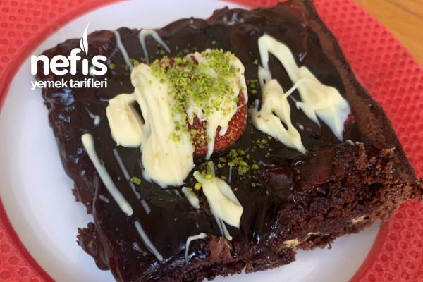 Çilekli Çikolatalı Browni Tarifi