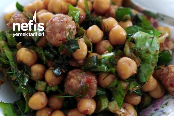 Bulgur Köfteli Nohut Salatası Tarifi