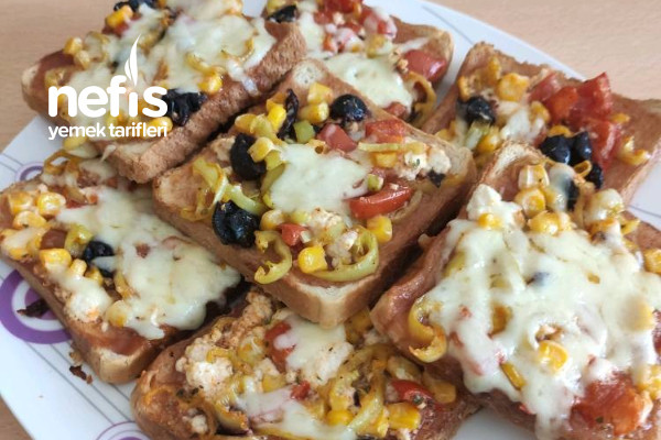 Kahvaltılık Pratik Pizza (Bayat Ekmek Değerlendirmesi) Tarifi