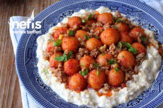 Közlenmiş Patlıcan Salatası Üzerinde Fellah Köftesi Tarifi