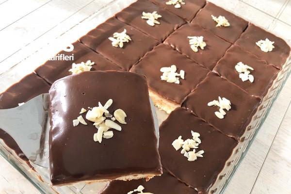 Sadece 15 Dakikanızı Ayırmanız Yeterli Kedidili Pasta Tarifi (Videolu)