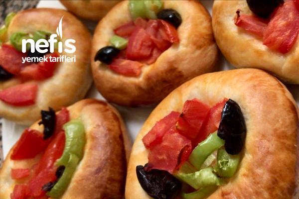 Pastane Usulü Mini Pizza (Yumuşacık Tam Kıvamında) Tarifi