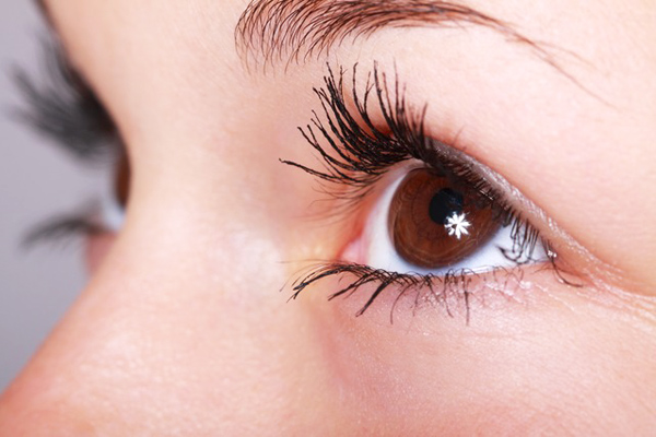 e vitamini yağı göz çevresine sürülür mü