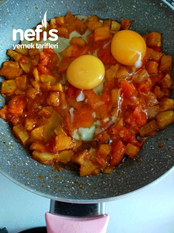Kahvaltilik Kaşarlı, Domatesli Ve Patatesli Yumurta
