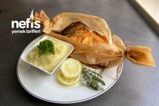 Somon Balık Ve Sebze Yemeği Yanında Patates Püresi Tarifi