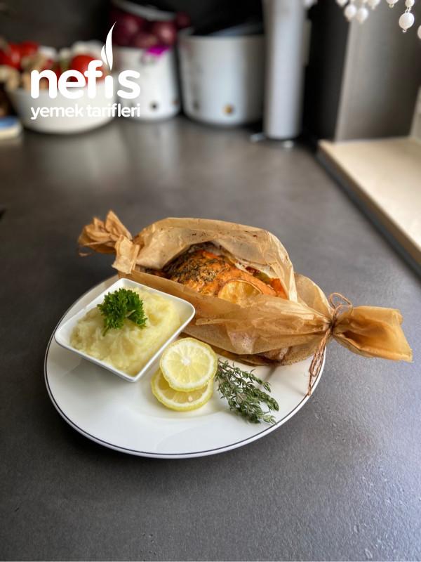 Somon Balık Ve Sebze Yemeği Yanında Patates Püresi