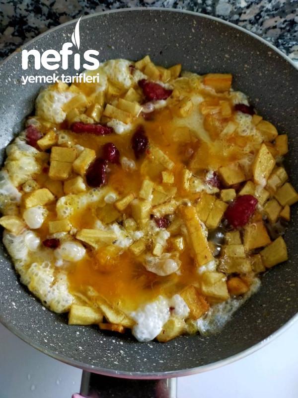 Kahvaltılık Kaşarlı Sucuklu Patatesli Yumurta