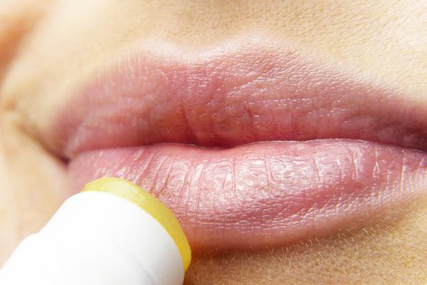 dudak şişmesi neden olur