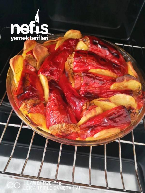 Fırında Kırmızı Biber Dolması