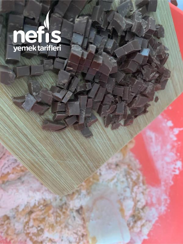 Çikolata Parçacıcıklı Nutella Dolgulu Cookie