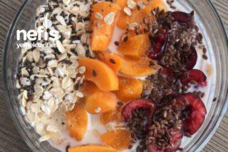 Meyveli Kahvaltı Kasesi Tarifi