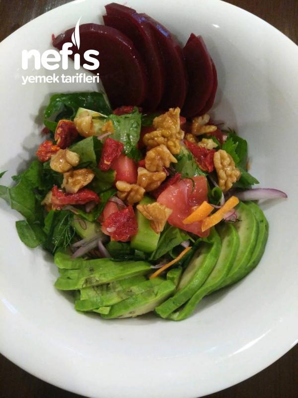 Avokadolu Yeşil Salata