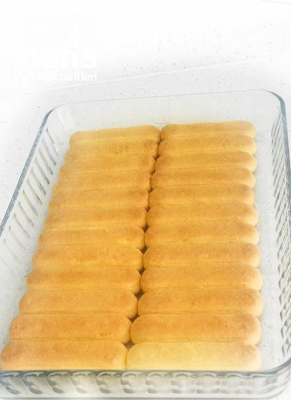 Çilek Soslu Yaz Pastası