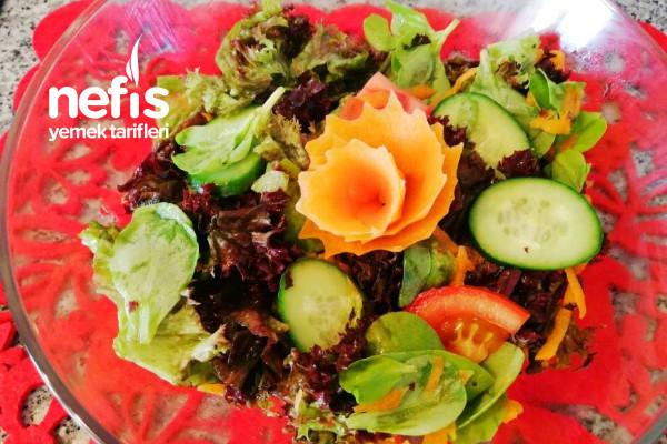 Akdeniz Yeşillikli Hardal Soslu Salata Tarifi