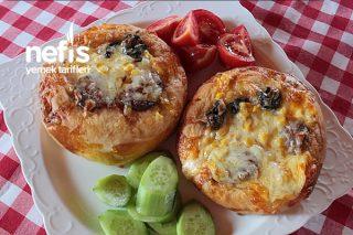 Yumuşacık Hamuruyla Lezzeti Doyulmaz Mini Pizza İster Kahvaltıya İster Beş Çayına Tarifi