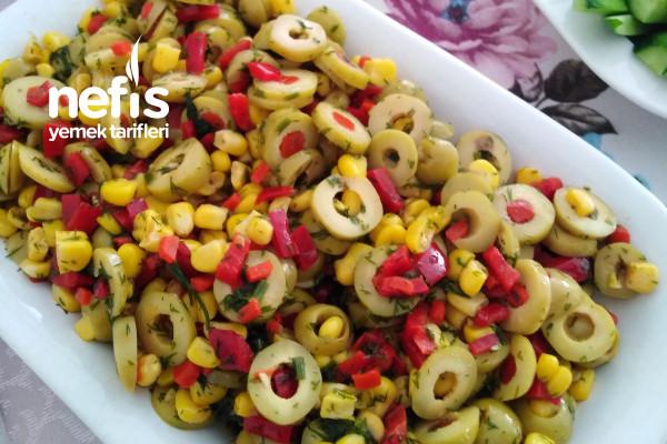 Kahvaltı Sofralarının Süsü Zeytin Salatası Tarifi