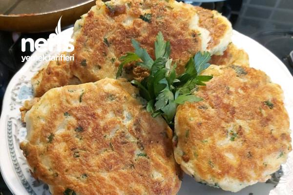 Peynirli Kaşık Dökmesi (Börek Tadında 15 Dakikada Hazır) Tarifi