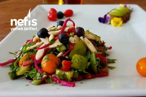 Erikli Bademli Yeşil Salata (Diyet Salata) Tarifi