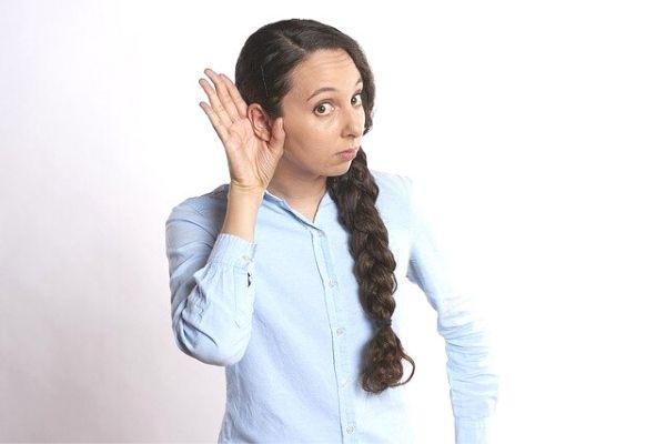 kulak zarı delinmesi belirtileri