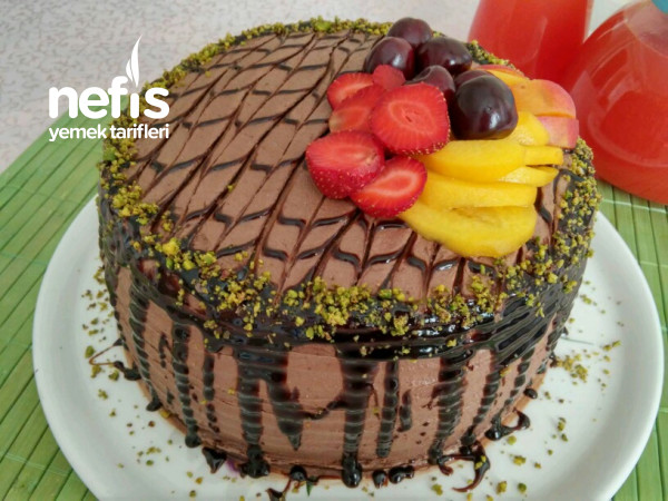 Pratik Çikolatalı Meyveli Doğum Günü Pastası (Hazır Pandispanyalı)