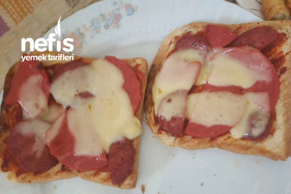 Tost Ekmeğiyle Pratik Pizza Tarifi