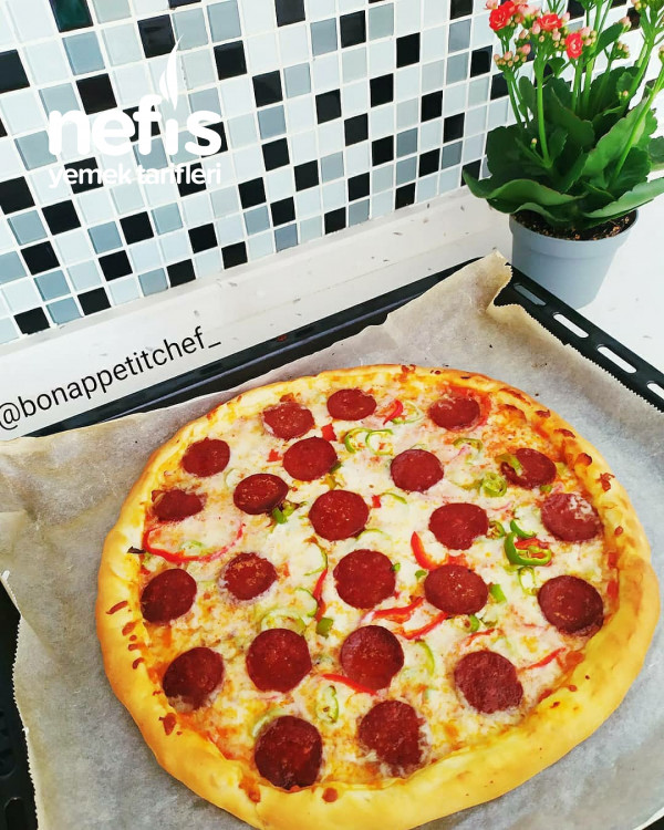 kenarları Kaşar Dolgulu Pizza
