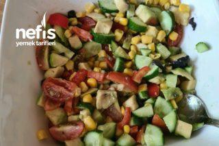 Renkli Avocado Salatası Tarifi