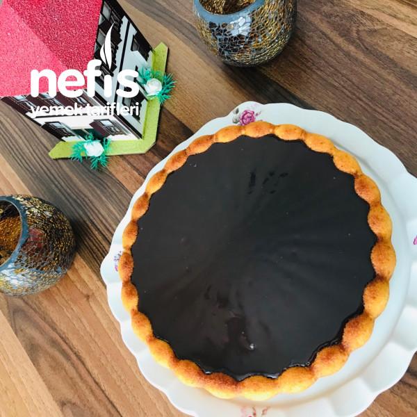 Bol Çikolata Soslu Kek