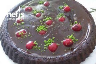 Vişneli Bol Çikolata Soslu Tart Pasta Tarifi