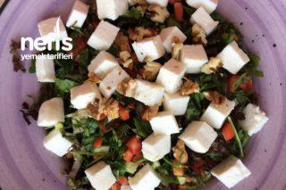 Diyet İçin Uygun Peynirli Salata Tarifi