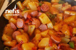Kahvaltı İçin Sosisli Biberli Patates Tarifi