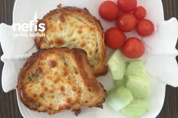 Sarımsaklı Ekmekler Tarifi