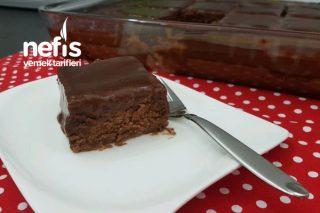 Az Şekerli Çikolata Soslu Kek Tarifi