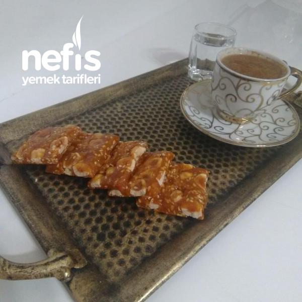 Kahve Ve Cayin Yaninda 5dakika (Krokan Fındık Ve Susamli)