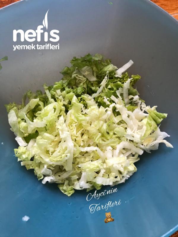 Mor Lahana Ve Marullu Yoğurt Salatası