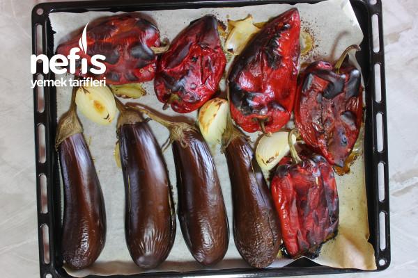 Muhteşem Görüntüsü Ve Tadıyla Patlıcan Yatağında Fırın Köfte