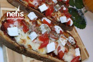 En Doğalından Ekmek Pizza Tarifi