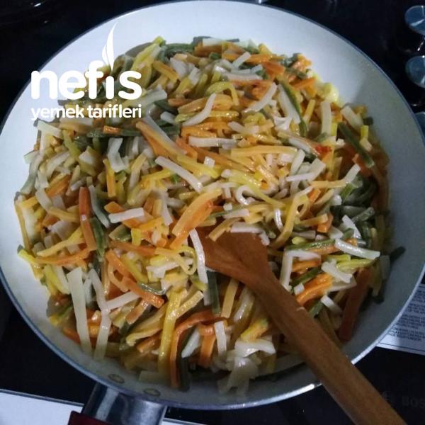 Peynirli Sebzeli Renkli Erişte