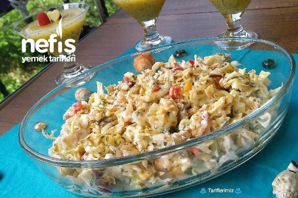 Yoğurtlu Göbek Marul Salatası