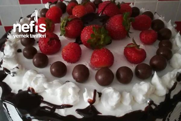 Teremyağlı Çilekli Muhteşem Doğum Günü Pastası Tarifi