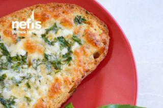 Doyurucu Ve Pratik: Fırında Kaşarlı Otlu Ekmek Tarifi