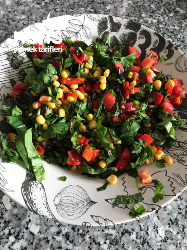 Renkli Karışık Salata
