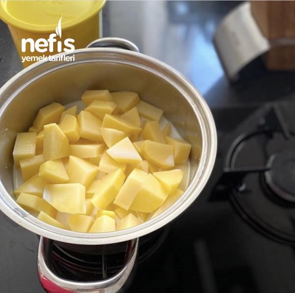 Patates Püresi Yatağında Köfte