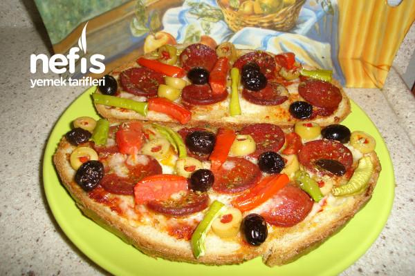 Teremyağlı Sucuklu Pratik Ekmek Pizza Tarifi