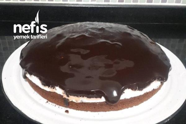 Çikolatalı Kremşantili Enfes Yaş Pasta Tarifi