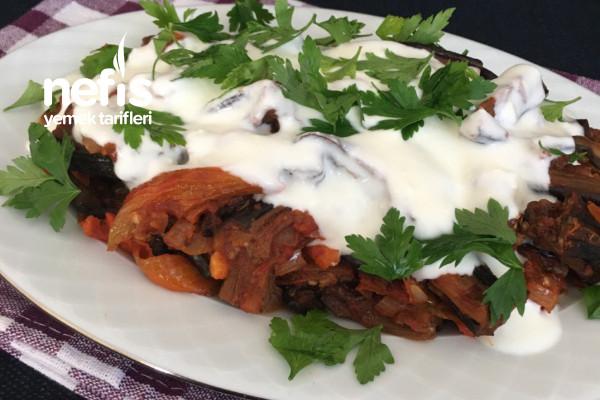 Hem Meze Hem Yemek Arası Nefis Bir Patlıcan Ve Biber Kurusu Kavurması (Videolu) Tarifi