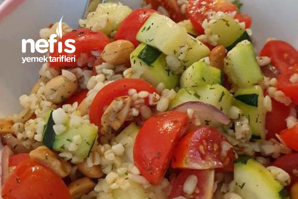 Bulgurlu Kabaklı Öğün Salatası Tarifi