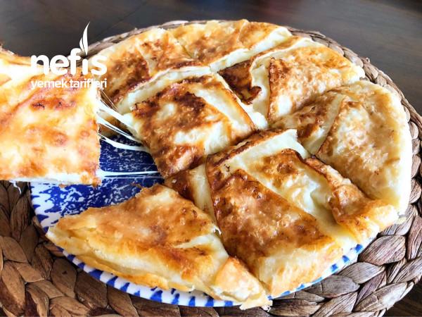 Dakikalar İçinde Hazırlayın Övgüleri Toplayın! Pratik Tava Böreği Tarifi